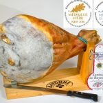 Whole Bayonne ham with stand and knife
